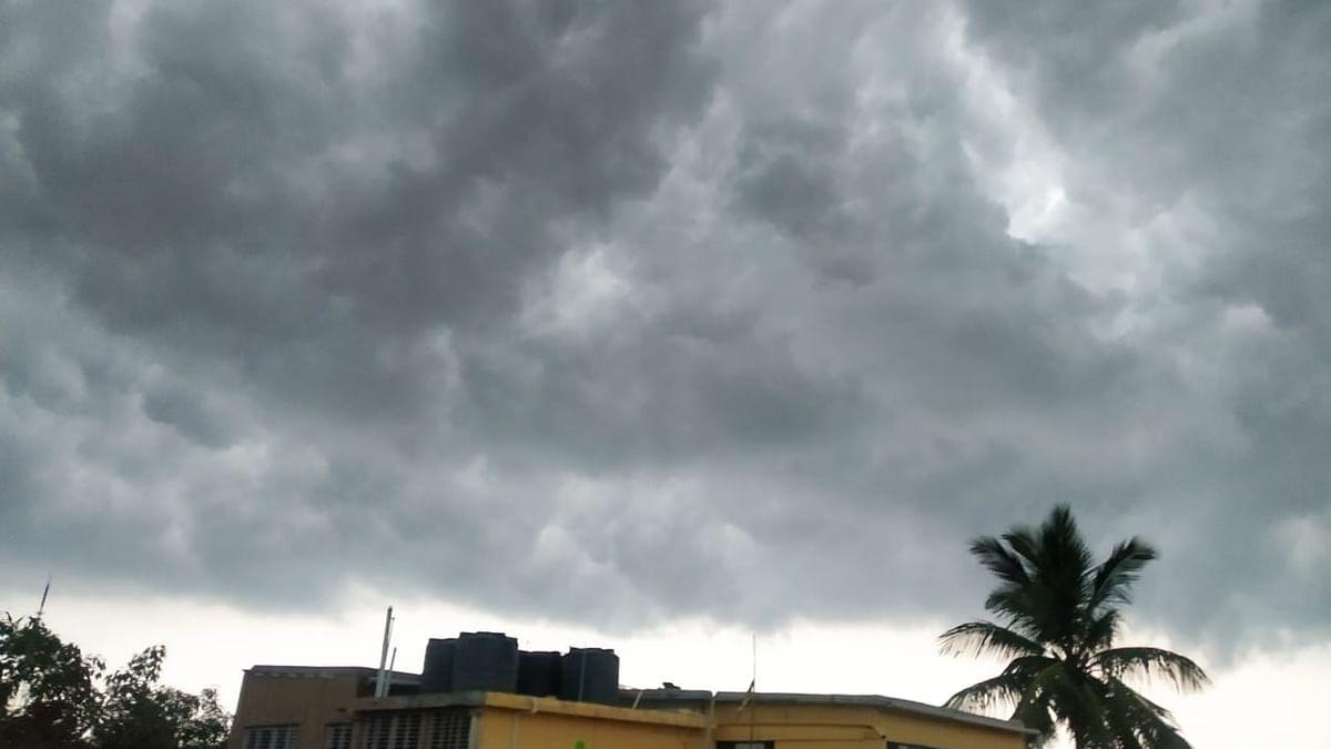 Weather Forecast Today LIVE Update : कई राज्यों में होगी बारिश, दिल्ली में धूल भरी हवाएं, जानें यूपी-बिहार-झारखंड सहित देश के अन्य राज्यों का हाल