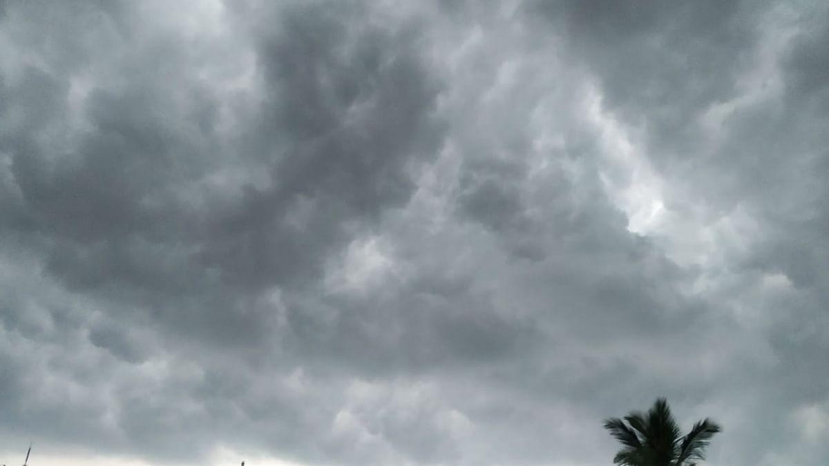 Weather Forecast LIVE Updates Today : बिहार में हाई अलर्ट, झारखंड, बंगाल में भी जमकर बरसेंगे बादल, जानें दिल्ली-NCR समेत अन्य राज्यों का हाल