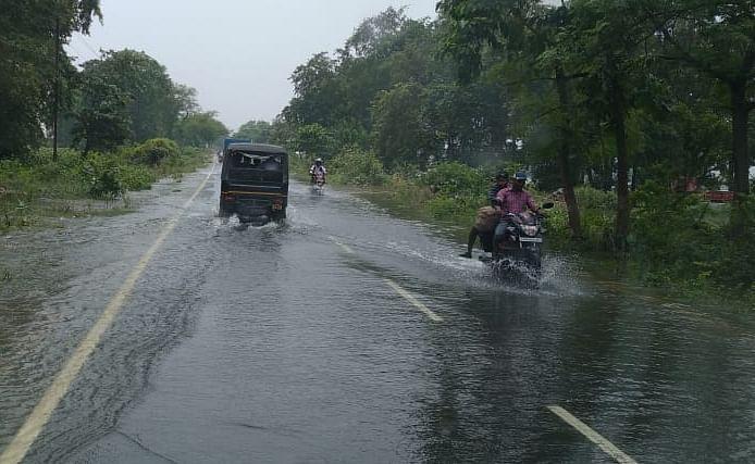 बीएमपी दरभंगा की सड़कों पर चढ़ा बाढ़ का पानी