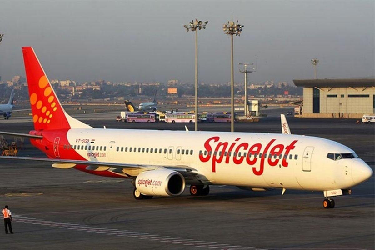 पटना एयरपोर्ट पर स्पाइसजेट के विमान का इंजन हुआ फेल, यात्रियों ने किया हंगामा