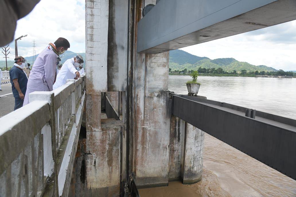 Bihar Flood, Live Updates: मुख्यमंत्री ने किया चंपारण में बाढ़ग्रस्त इलाकों का हवाई सर्वेक्षण, बाढ़ की स्थिति यथावत