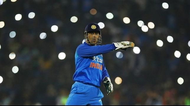 MS Dhoni: हेलिकॉप्टर शॉट के आविष्कारक धौनी के वनडे, टेस्ट, T-20 और IPL ... रिकॉर्ड से देखिए MSD का शानदार सफर