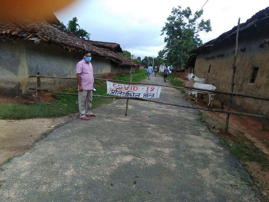 बड़गड़ प्रखंड के कोम्भीकोना गांव को प्रशासन ने किया सील.