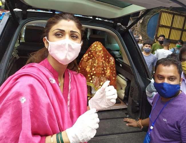 shilpa shetty brings ganpati bappa home