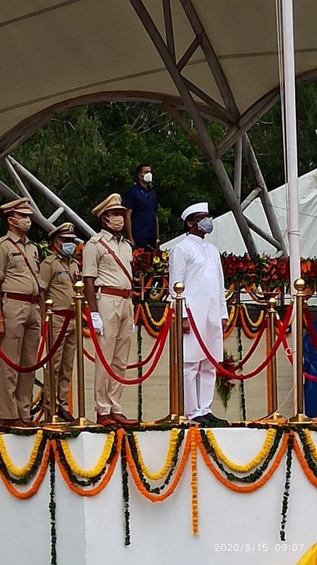Swatantrata Diwas 2020, Jharkhand live Updates : मुख्यमंत्री हेमंत सोरेन ने रांची के मोरहाबादी मैदान में किया ध्वजारोहण, कोरोना वरियर्स को किया सम्मानित
