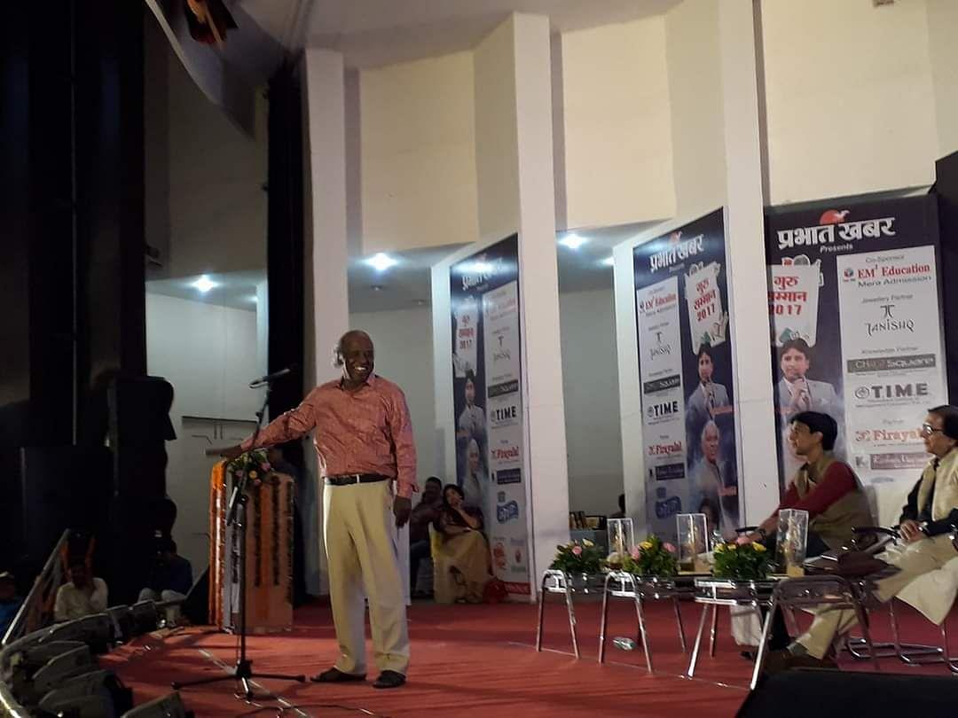 राहत इंदौरी की डॉ कुमार विश्वास से काफी गहरी दोस्ती थी, आज उनके निधन पर कुमार विश्वास ने शोक व्यक्त किया था
