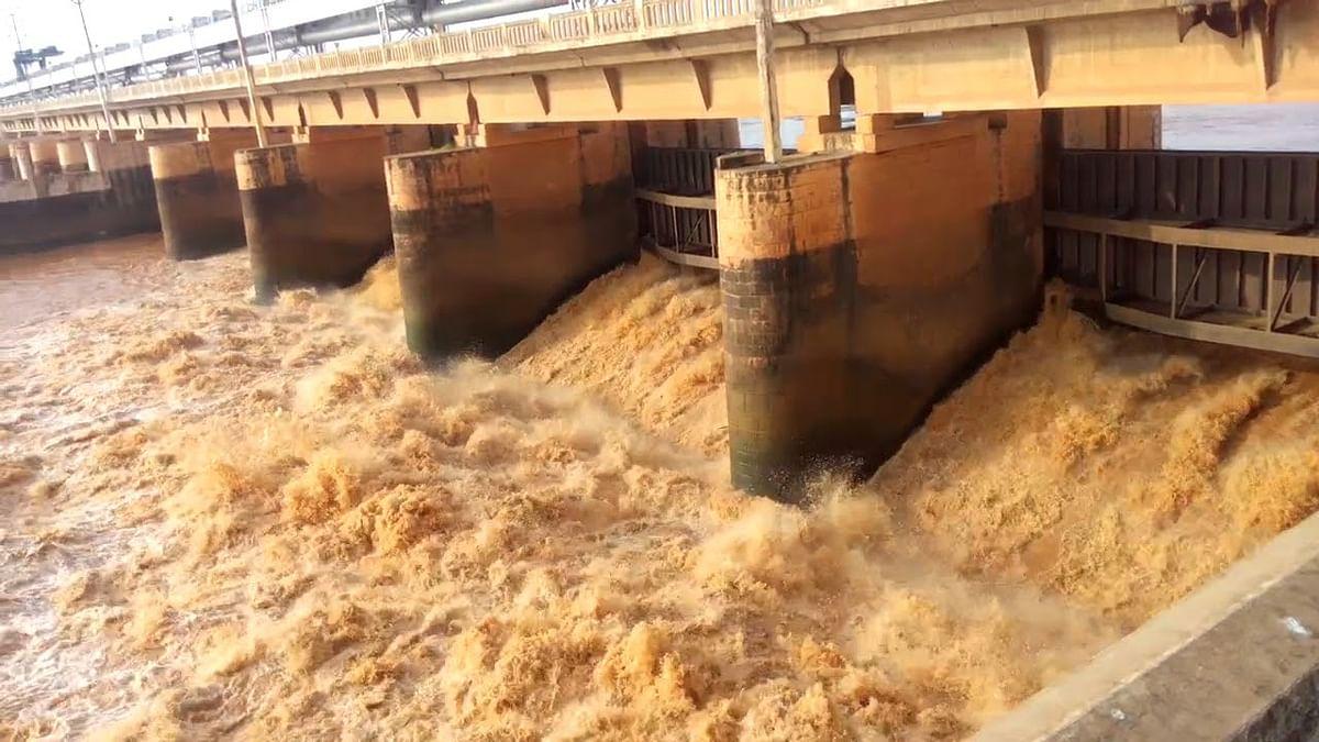 बिजली चालू होते ही झूम उठे किसान, इंद्रपुरी बराज पर पहुंचा 36833 क्यूसेक पानी