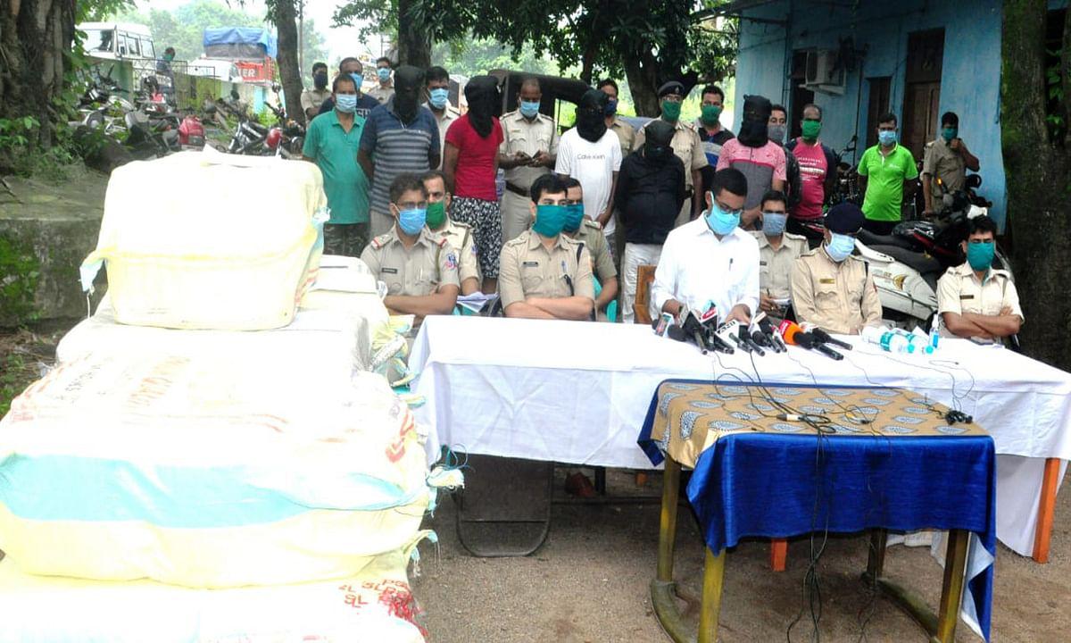 आसनसोल में 330 किलो गांजा के साथ 5 लोग गिरफ्तार, 6 दिनों के पुलिस रिमांड पर आरोपी