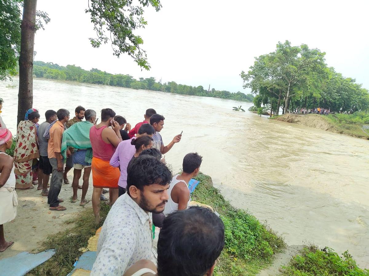 Bihar flood 2021 : चंपारण में सोमवती नदी का मिनी बांध टूटा, चंवर जलमग्न