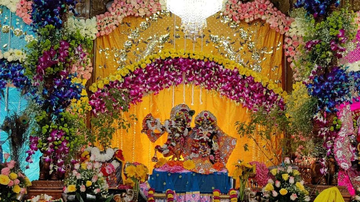 Mathura Janmashtami 2020 Live Photo/Video : मथुरा में जन्में यशोदा का नंदलाल, यहां देखिए मंदिर की Live तस्वीरें