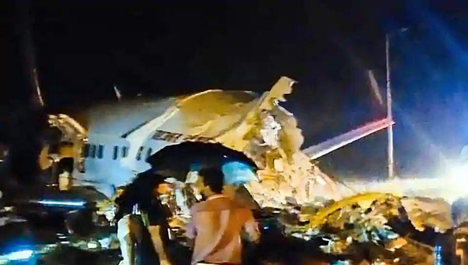 केरल के कोझिकोड अंतरराष्ट्रीय एयरपोर्ट पर  हादसा