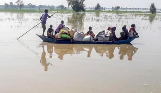 Bihar Flood Live Updates: गंडक नदी 36 घंटे बाद खतरे के निशान से ऊपर, अहिरौलीदान-विशुनपुर बांध पर बढ़ा दबाव