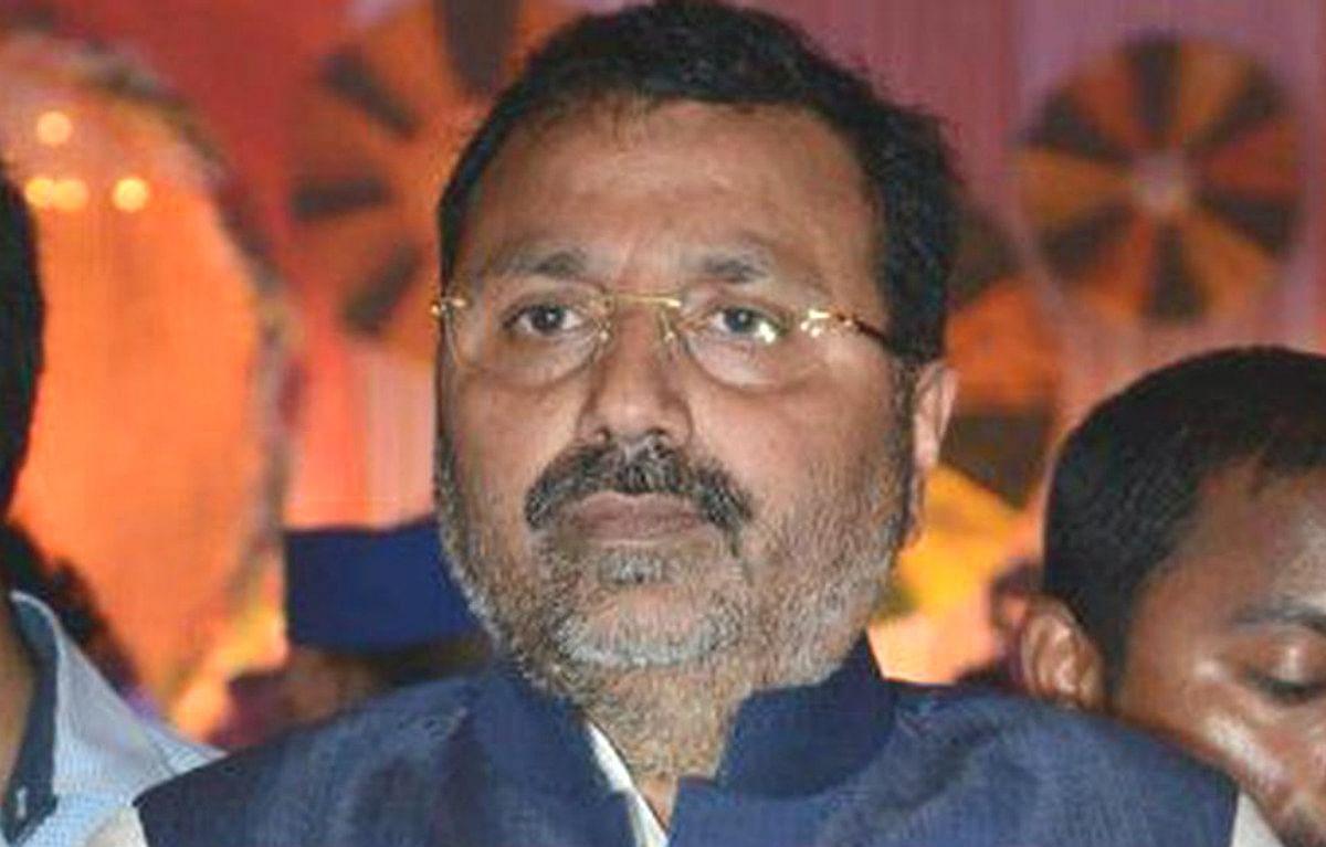फेसबुक विवाद : भाजपा सांसद निशिकांत दुबे ने की थरूर को संसदीय समिति के अध्यक्ष पद से हटाने की मांग