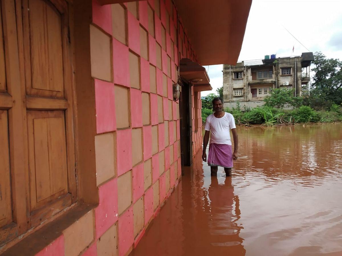 रिहायशी इलाकों में घुसा बाढ़ का पानी.