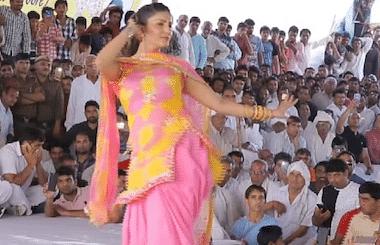 Sapna Choudhary : सपना चौधरी ने 'पानी पानी' गाने पर किया जबरदस्त डांस, ठुमके देख लोग लुटाने लगे पैसे