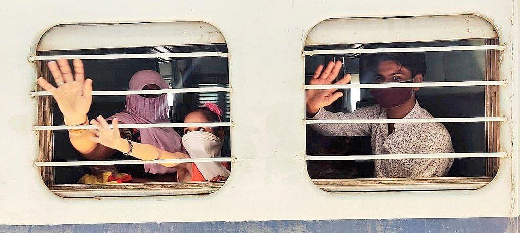 सीट रिजर्व होने के बावजूद श्रमिक स्पेशल ट्रेनें आ रही हैं खाली