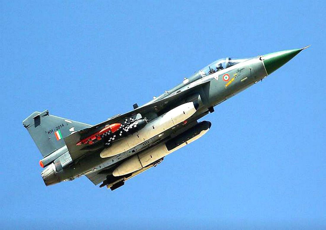 तेजस के तेज से पस्त होंगे दुश्मनों के इरादे, रक्षामंत्री ने कहा- खुद करेंगे अपने स्वाभिमान की रक्षा