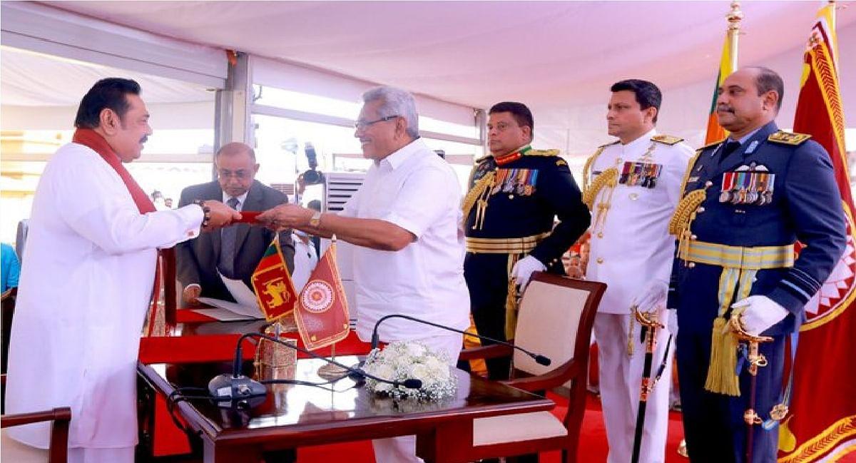 महिंदा राजपक्षे चौथी बार बने श्रीलंका के प्रधानमंत्री, छोटे भाई ने मंदिर में दिलायी शपथ
