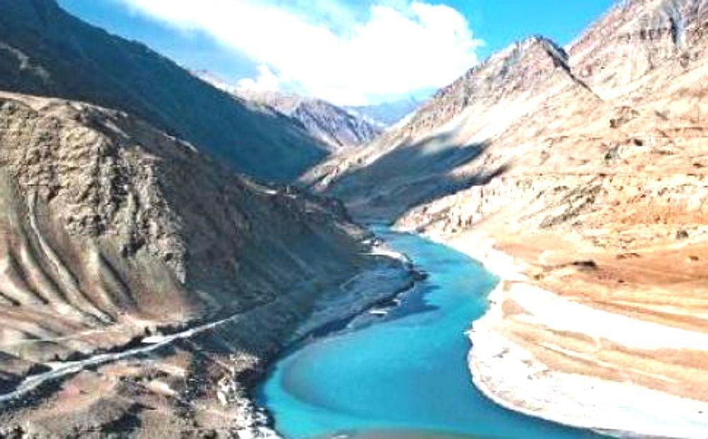 सिंधु जल संधि : भारत ने दिया वीडियो कॉन्फ्रेंस का सुझाव, पाक का अटारी बॉर्डर पर मिलने पर जोर