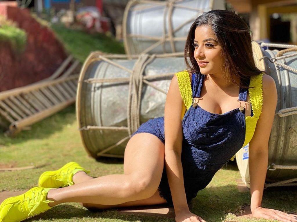 भोजपुरी अभिनेत्री मोनालिसा ने शेयर की ये तसवीर, तो फैंस बोले- इतनी शिद्दत...