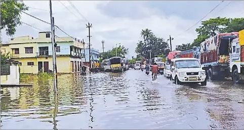 Flood in Bihar : दरभंगा के व्यवसायिक इलाकों में फैला बागमती का पानी, व्यपारियों के बीच हड़कंप