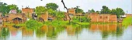 गंगा में उफान की आशंका, दियारा से सटे कई गांव डूबे, चंडिका स्थान के गर्भ गृह में घुसा पानी