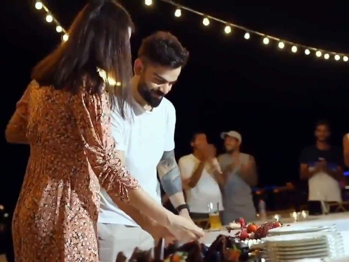 विराट और अनुष्का ने केक काटकर मनाया जश्न, वायरल हो रहा है वीडियो