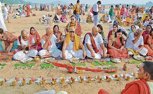 Pitra Dosh nivaran: कुंडली में पितृ दोष के कारण होती है ये सारी परेशानियां, जानें पितृपक्ष में इसका निवारण
