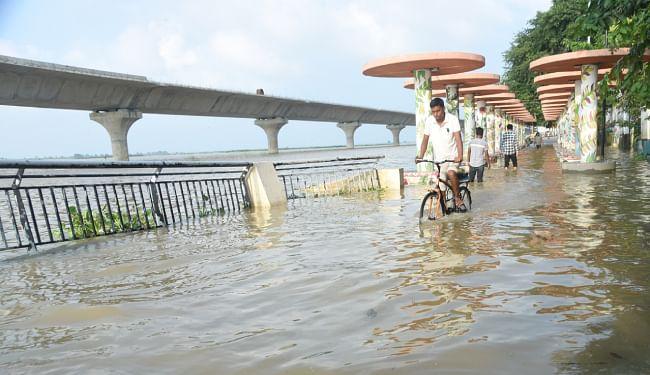 Bihar Flood Updates: गंडक खतरे के निशान से नीचे, तेज हुआ कटाव, पीड़ित गांवों में तबाही बरकरार