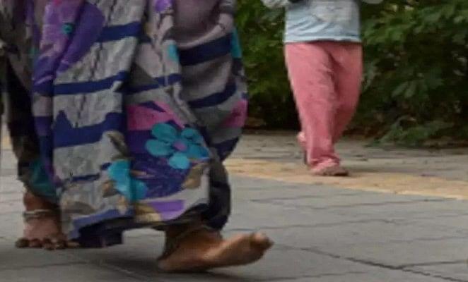 कोरोना को मात देनेवाली वृद्धा 40 किमी पैदल चल पहुंची घर