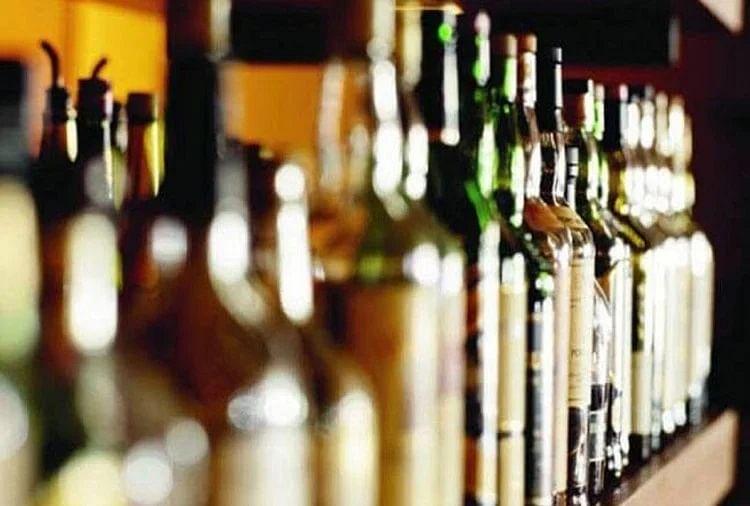 अब ट्रेन में भी परोसी जा सकेगी विदेशी शराब, यूपी की योगी सरकार ने लिया ये फैसला