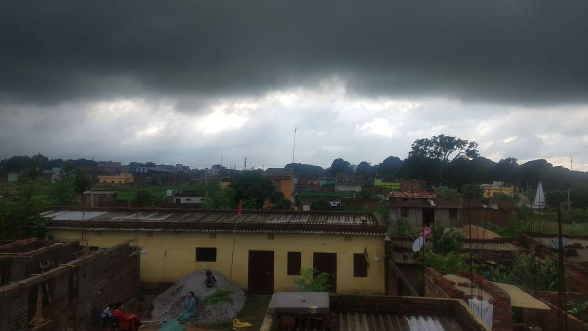 Weather Forecast LIVE Updates Today : झारखंड के इन 16 जिलों में कुछ देर में होगी बारिश! वज्रपात की भी संभावना, गर्मी से दिल्ली बेहाल, जानें UP, बिहार समेत अन्य राज्यों का हाल