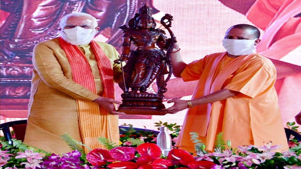 Ayodhya Ram Mandir Bhumi Pujan : योगी ने पीएम मोदी को भेंट की भगवान राम की मूर्ति, भूमि पूजन के दौरान चरम पर पहुंचा रामभक्तों का उत्साह
