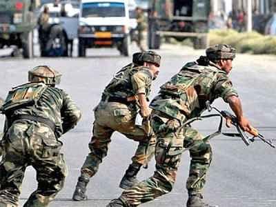 जम्मू-कश्मीर में पुलवामा जैसा अटैक फिर दोहराने की कोशिश, आतंकियों ने सेना के वाहन पर फेंका ग्रेनेड सड़क पर फटा