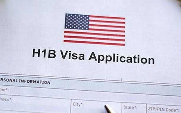 H-1B Visa: डोनाल्ड ट्रंप ने एच-1बी वीजाधारकों को दिया बड़ा झटका,  भारतीय को नौकरी पर नहीं रख सकेंगी अमेरिकी एजेंसियां