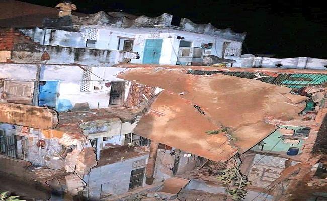 Kanpur Weather Forecast : कानपुर में बारिश से चार मंजिले मकान का हिस्सा गिरा, मलबे में दबकर मां-बेटी की हुई मौत