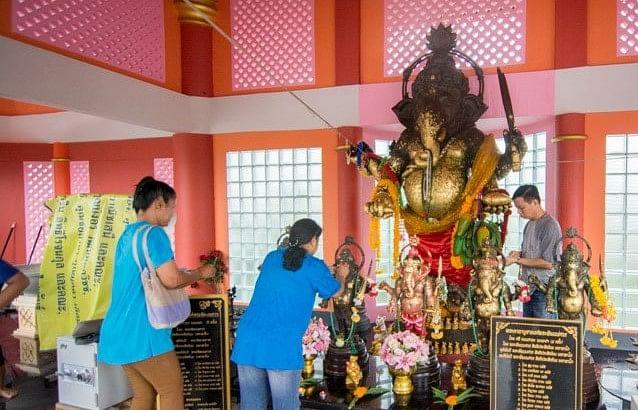 थाईलैंड भगवान गणेश की पूजा करते  भक्त (फाइल फोटो)