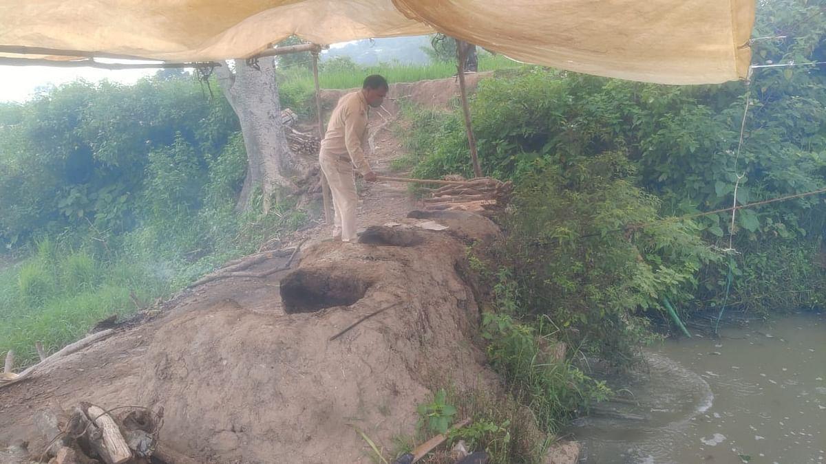 रांची पुलिस को मिली सफलता, ओरमांझी में अफीम के साथ चार गिरफ्तार, नामकुम में अवैध शराब की भट्ठी ध्वस्त