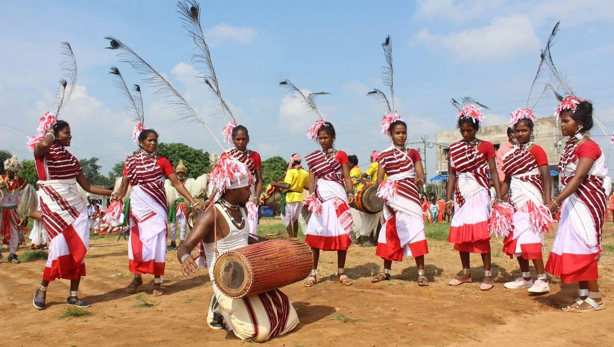 विश्व आदिवासी दिवस 2020 : झारखंड में लॉकडाउन के बावजूद उत्साह में कमी नहीं, आप भी देखें उमंग