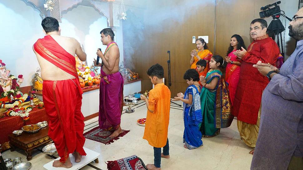 केन्द्रीय मंत्री नितिन गडकरी ने परिवार संग की विघ्नहर्ता की पूजा
