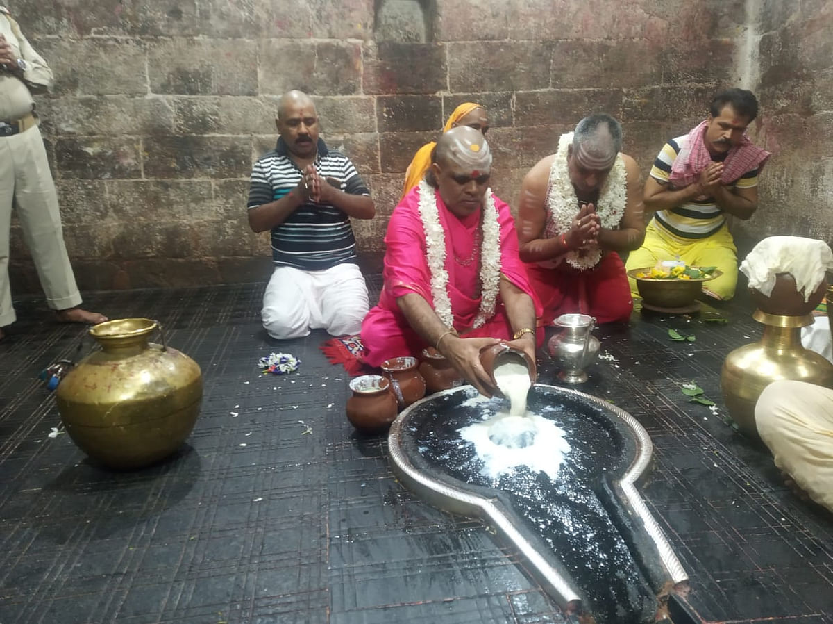 Janmashtami 2020: देवघर के बाबा मंदिर में मना दही हांडी उत्सव