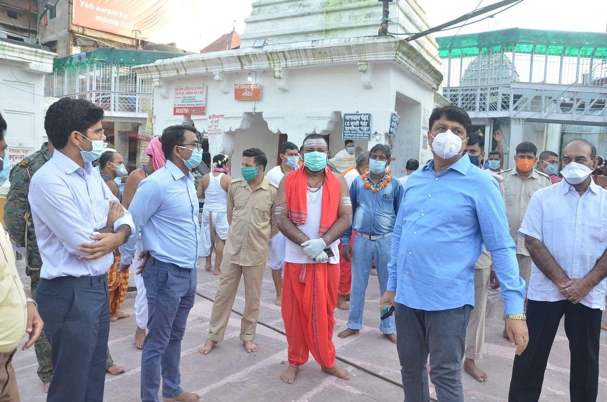 Sawan 2020 : 136 दिनों बाद सावन पूर्णिमा को खुला बाबा बैद्यनाथ मंदिर का पट, 500 श्रद्धालुओं ने किये दर्शन