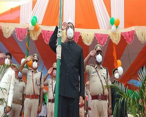 Swatantrata Diwas 2020, Bihar Updates: बिहार में सादगी के साथ मना आजादी का जश्न, देखें  झंडोत्तोलन की तस्वीरें और वीडियो...