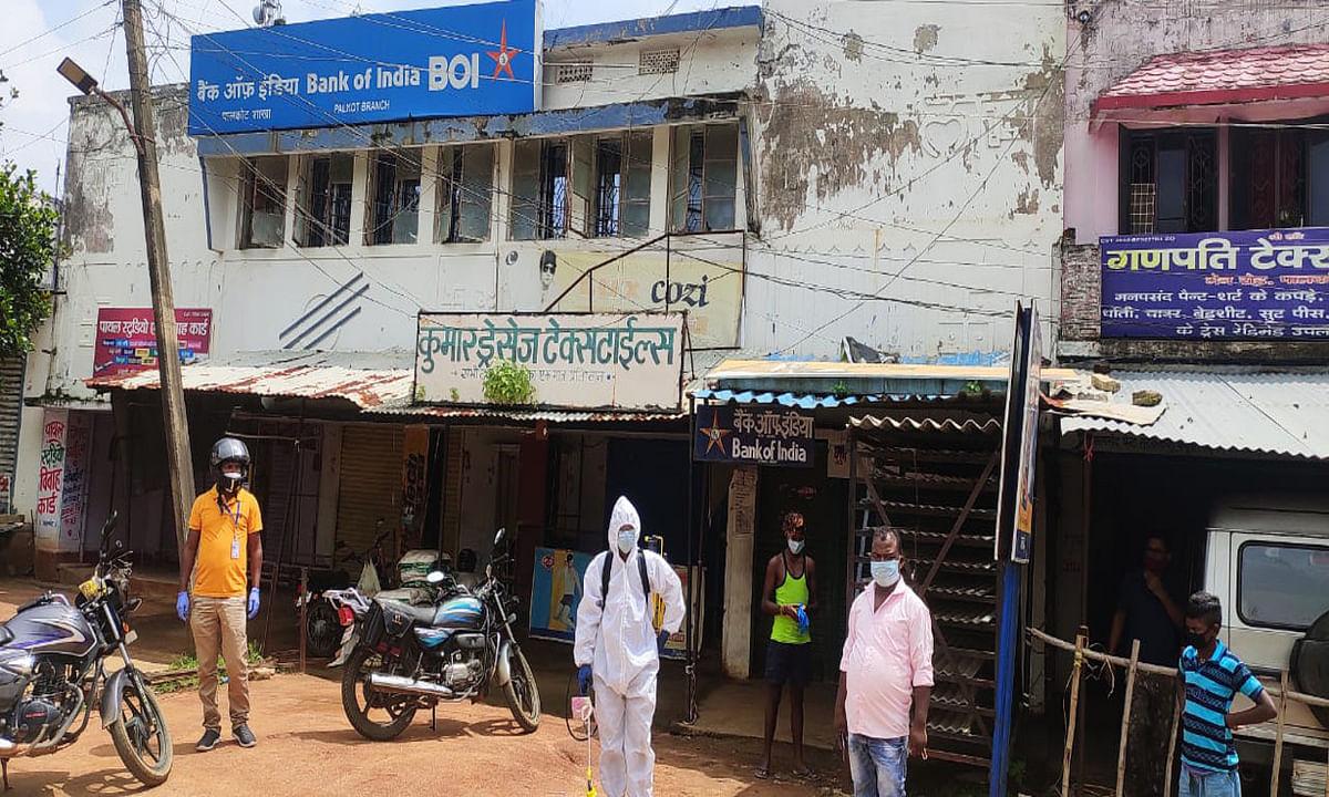 Coronavirus Impact : पालकोट में बढ़ते संक्रमण को देख प्रखंड क्षेत्र में संपूर्ण लॉकडाउन, दुकानें और बाजार रहे बंद