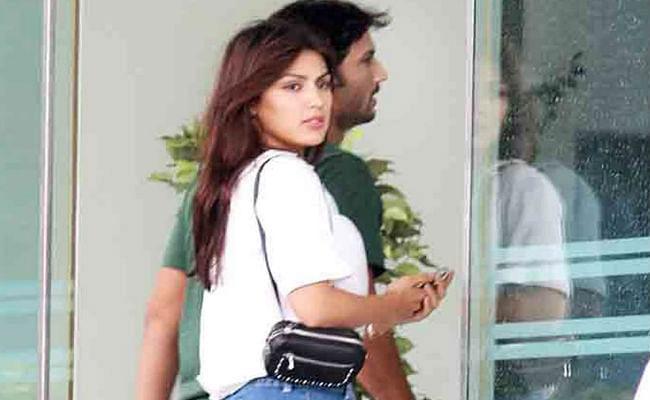 Sushant Singh Rajput case: रिया और उसकी फैमिली के लिए सुशांत की लिखी ये बातें आई सामने,  हैंडराइटिंग एक्सपर्ट खोलेंगे राज...