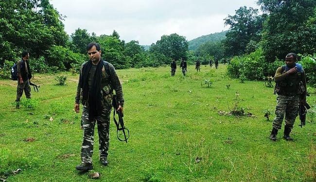 बड़ी घटना को अंजाम देने की फिराक में जंगल में जुटे नक्सली, पुलिस ने चलाया कांबिंग ऑपरेशन, बालेश्वर कोड़ा की पत्नी गिरफ्तार