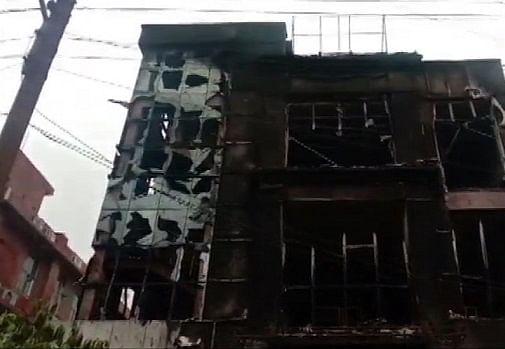 नोएडा के बॉल पेन बनाने वाली कंपनी में लगी भीषण आग, सिक्योरिटी गार्ड की मौत