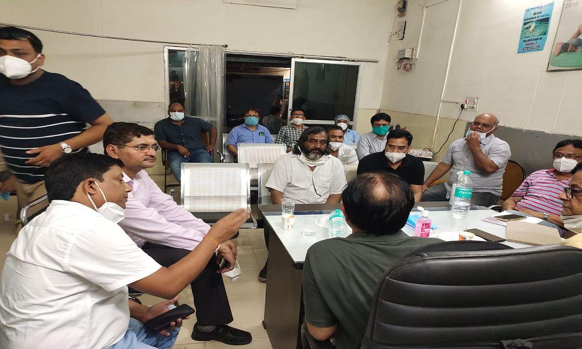 डॉ विरेंद्र से मारपीट मामले में बुधवार को बंद रहेंगे क्लिनिक, आईएमए कोडरमा ने लिया फैसला