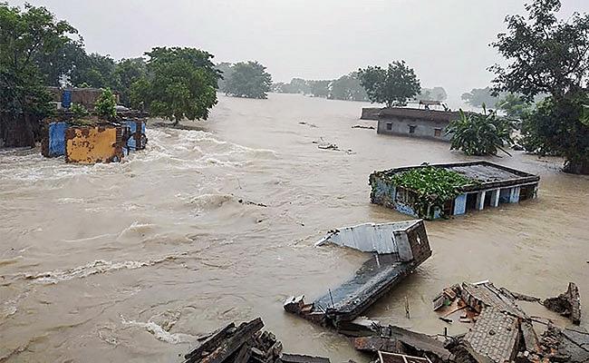 Bihar Flood Updates: सैकड़ों घरों में घुसा बलान नदी का पानी, NH-28 पर पहुंचे दर्जनों परिवार