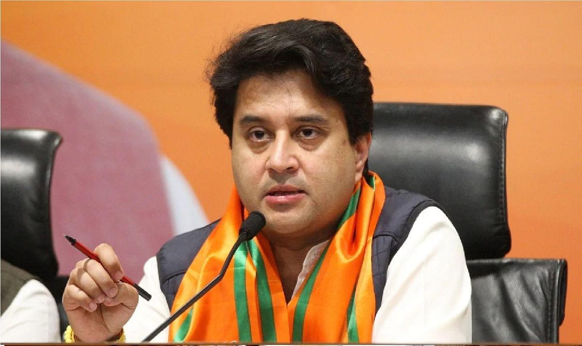 सिंधिया ने कहा, कांग्रेस नेता कुर्सी के लिये छटपटा रहे हैं, जनता की सेवा से कोई लेना-देना नहीं